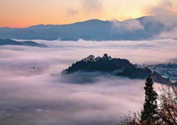 雲海に浮かぶ越前大野城 福井の風景