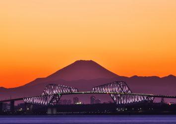 東京湾の美しい夕景 東京ゲートブリッジと富士山  千葉の風景