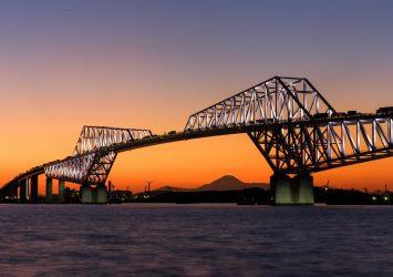 夕暮れ時の東京ゲートブリッジと富士山 東京の風景