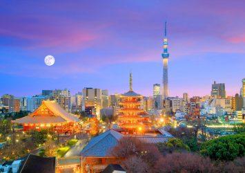 浅草寺と東京スカイツリーと夕暮れの風景 東京の風景
