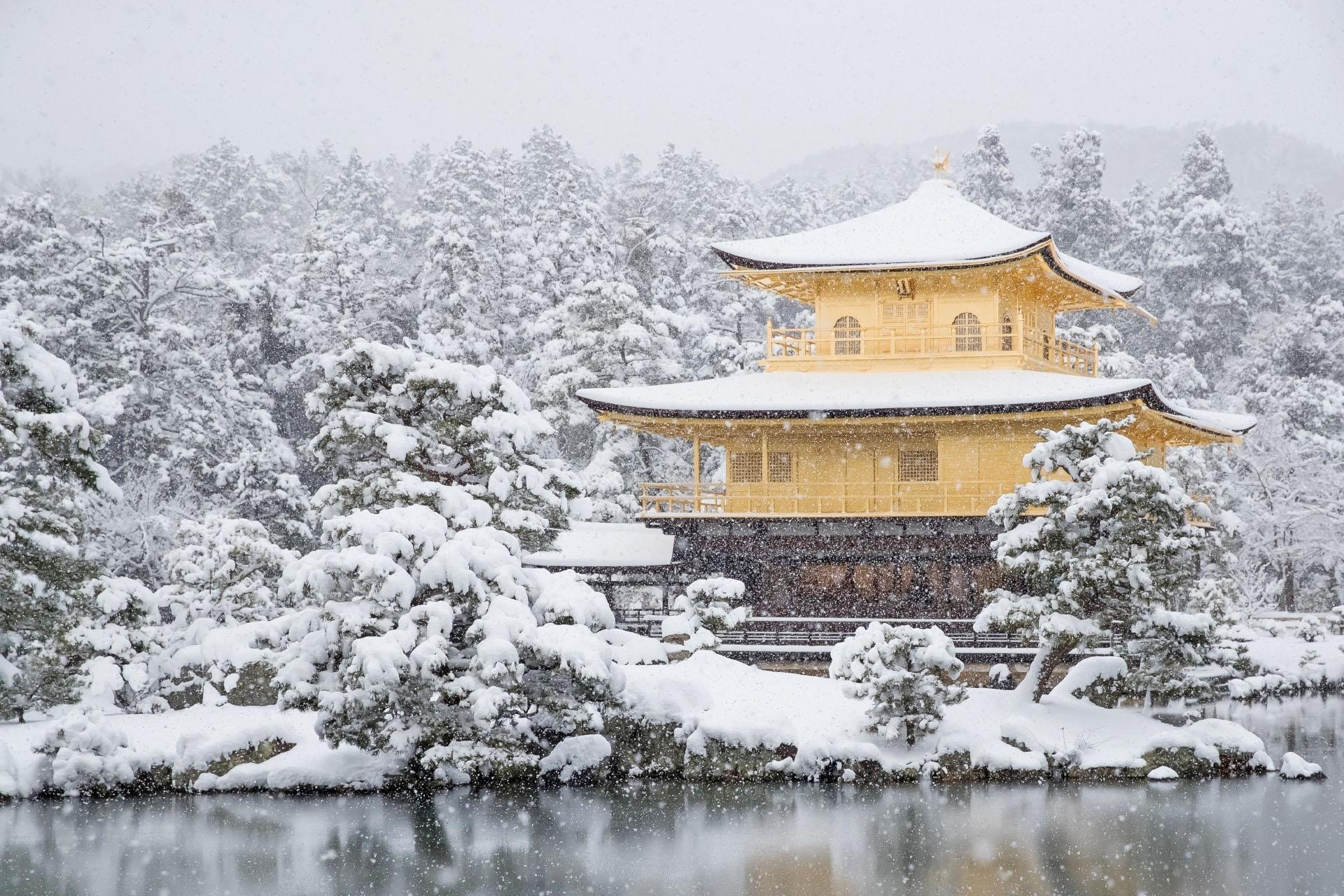 冬の京都 雪の金閣 京都の風景
