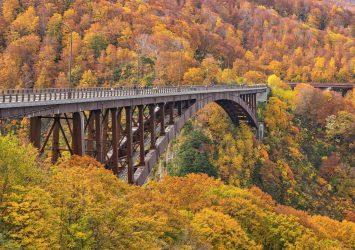 秋の城ヶ倉大橋 青森の風景