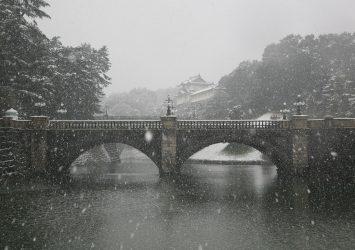 雪の皇居の風景 冬の東京 東京の風景
