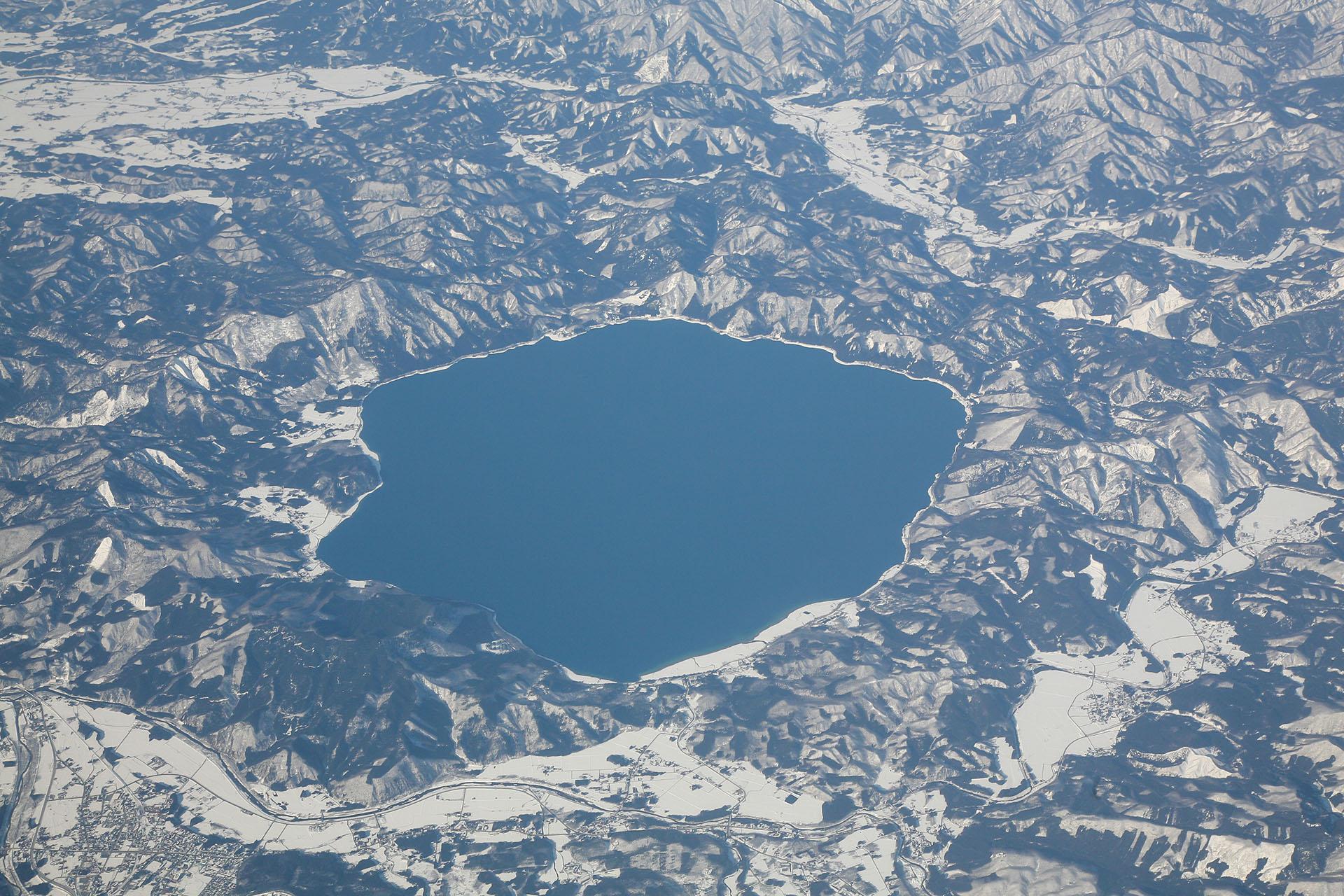 空から見た田沢湖 空から見た日本