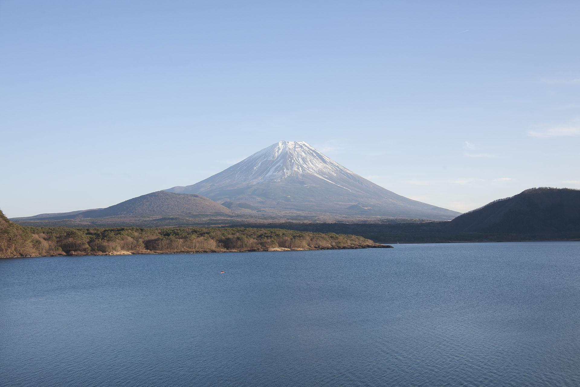 富士山と本栖湖の風景 山梨の風景