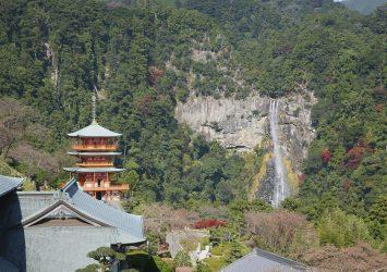 三重塔と那智の滝 熊野古道の風景 和歌山の風景