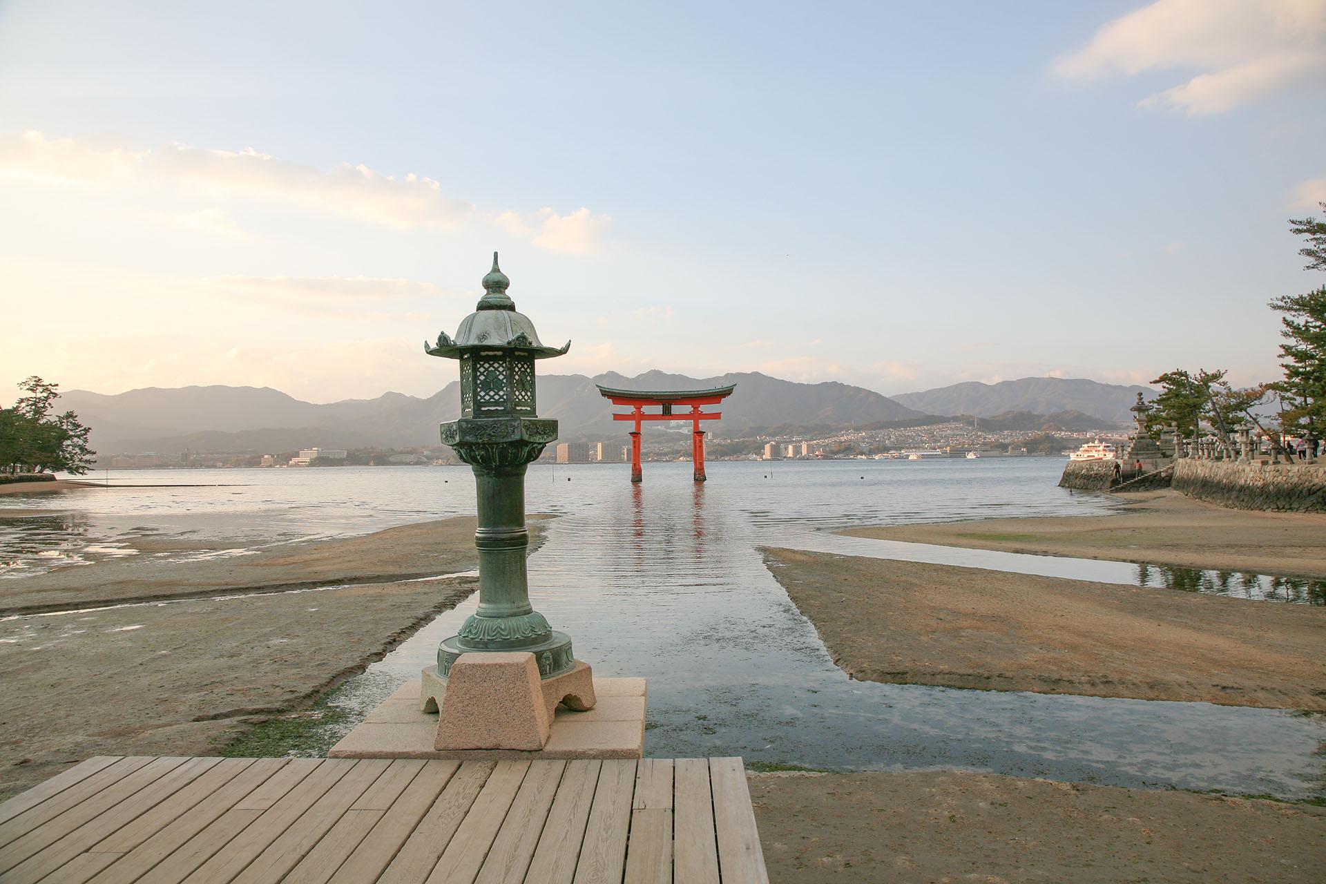 朝の厳島神社の風景 広島の風景
