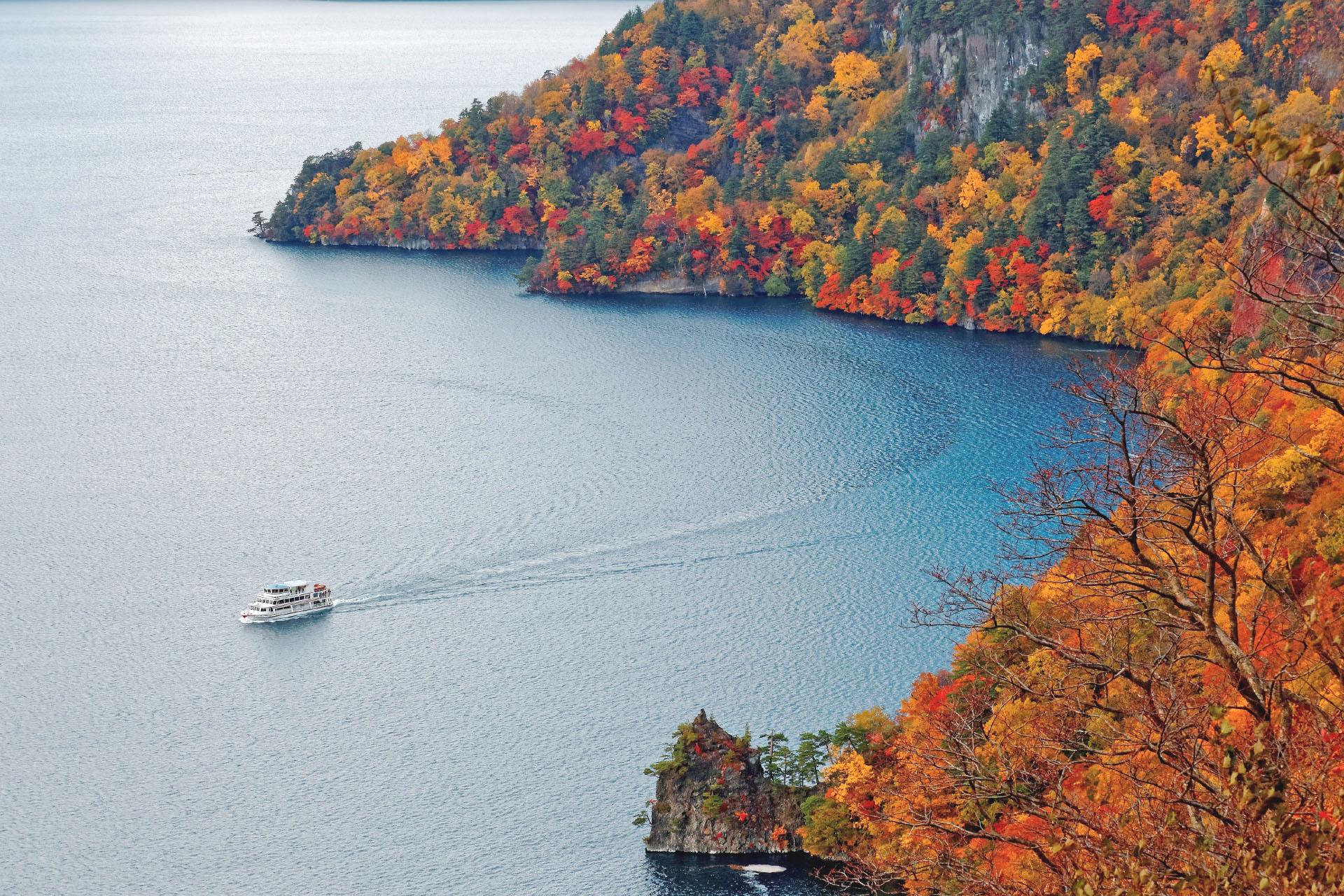 秋の十和田湖 青森の風景