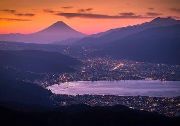 高ボッチ高原からみる朝の富士山と諏訪湖