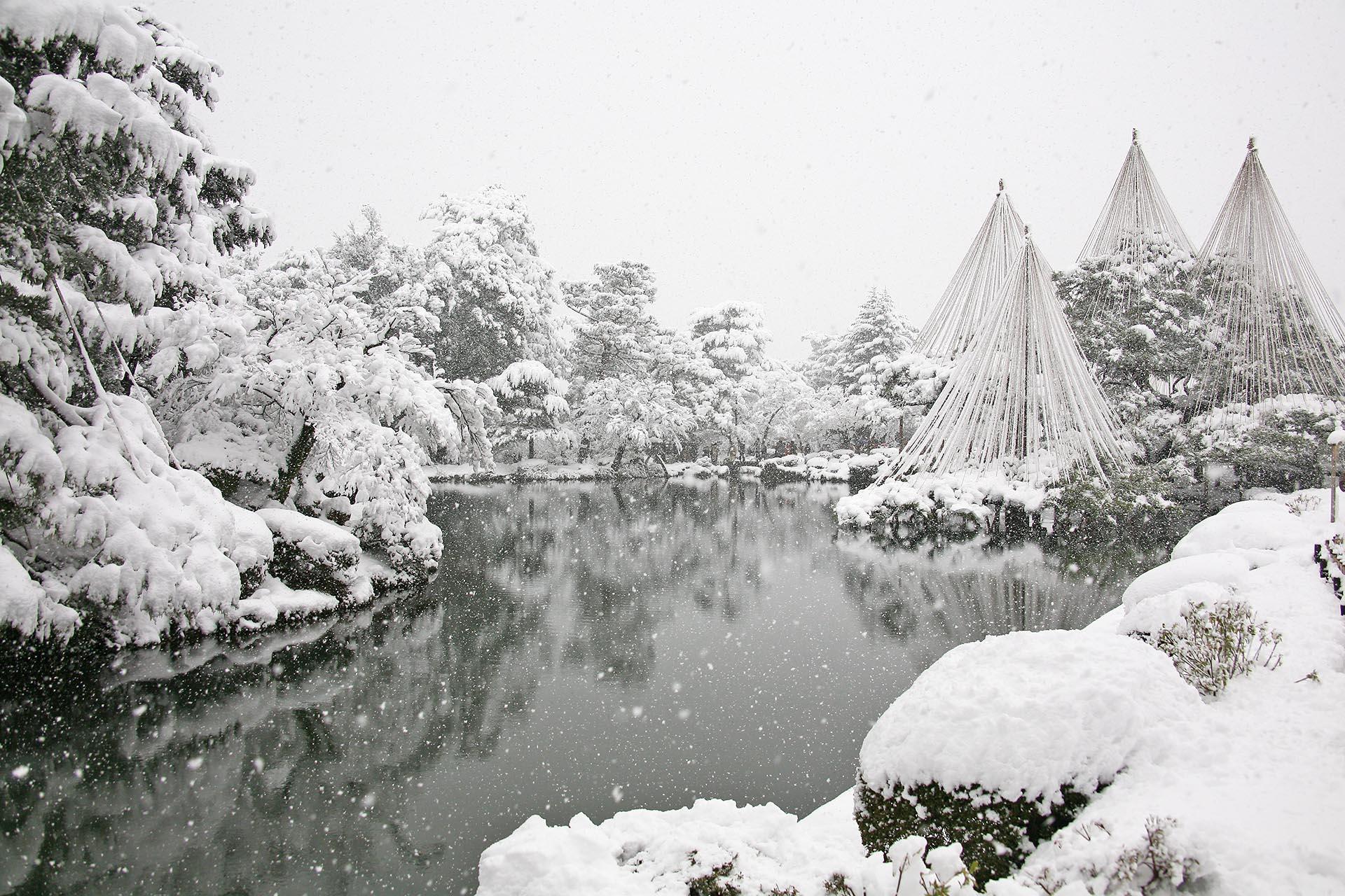 雪の兼六園 冬の金沢 石川の風景