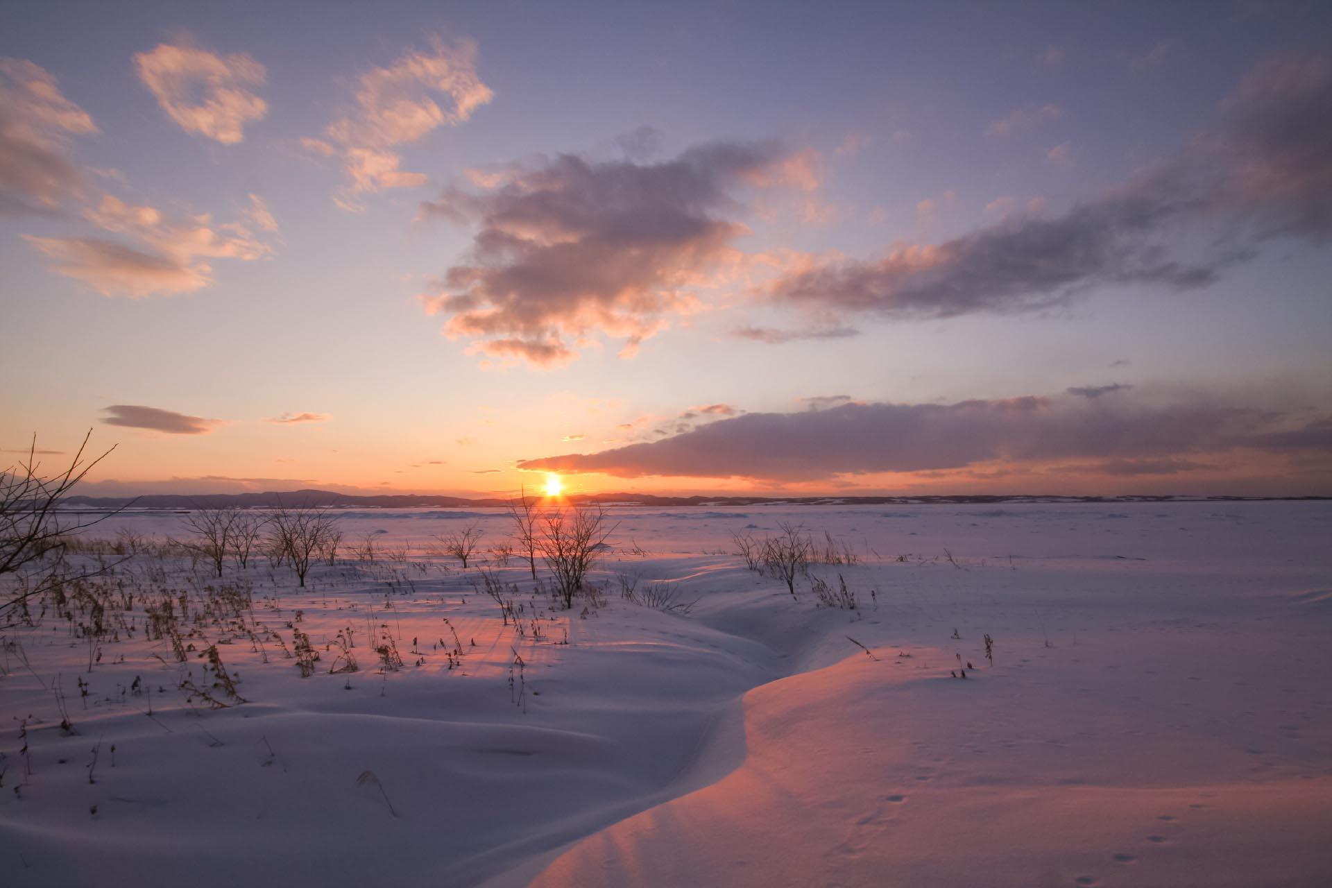 北海道の冬の風景 三月の能取湖