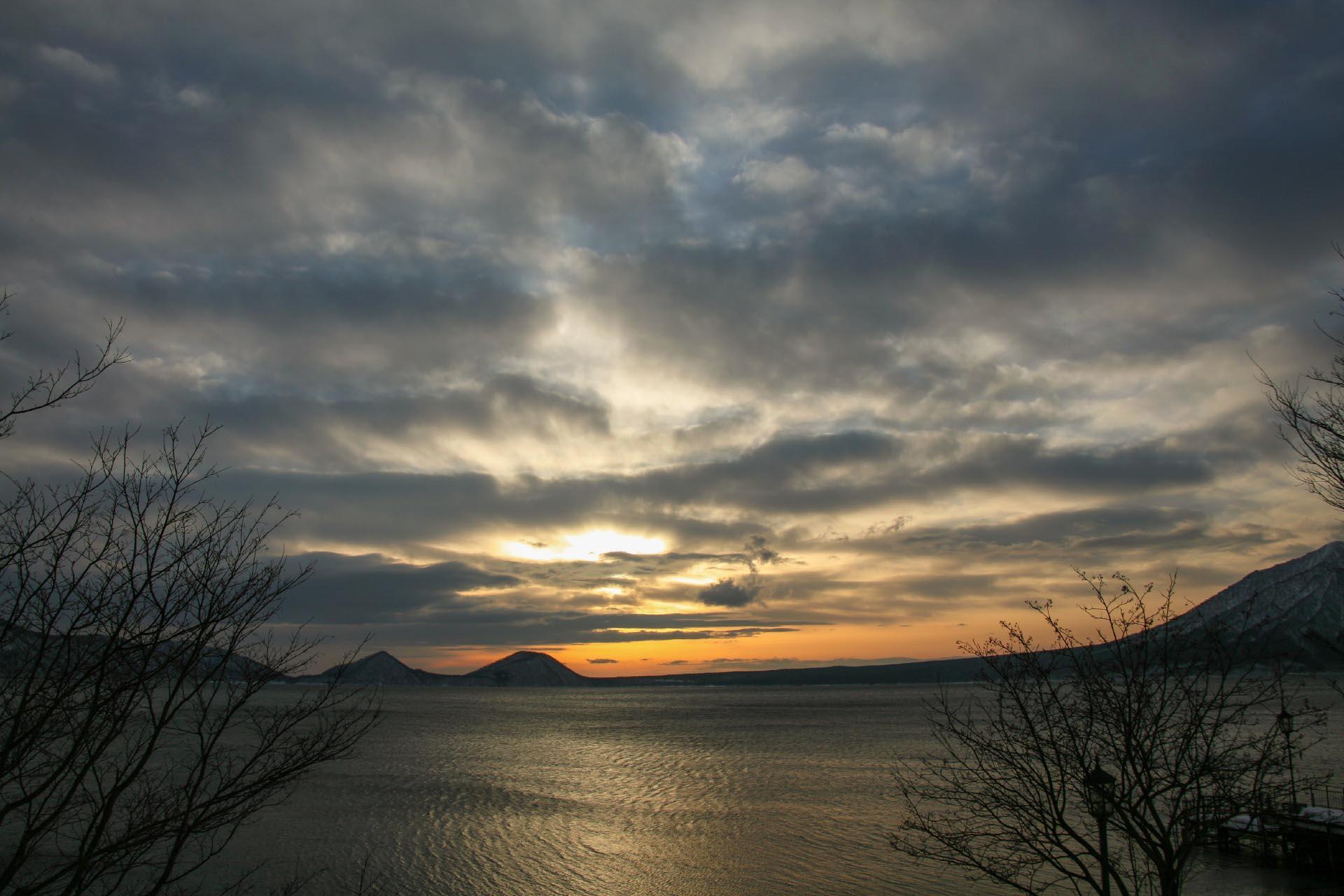 北海道の冬の風景 二月の支笏湖