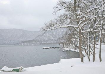 冬の十和田湖 青森の風景