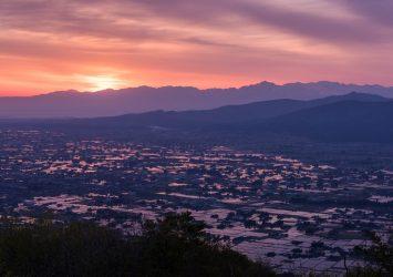 夕暮れの散居村 富山の風景