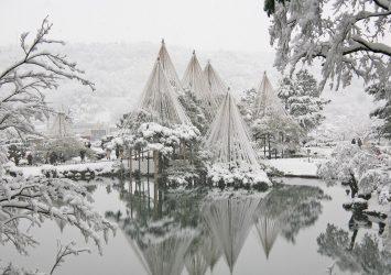 雪の降り積もった兼六園の風景 金沢の風景