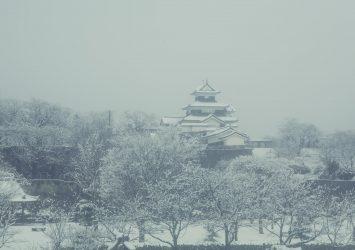 雪の白河小峰城 福島の風景