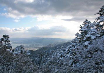 冬の比叡山と琵琶湖の風景 滋賀の風景