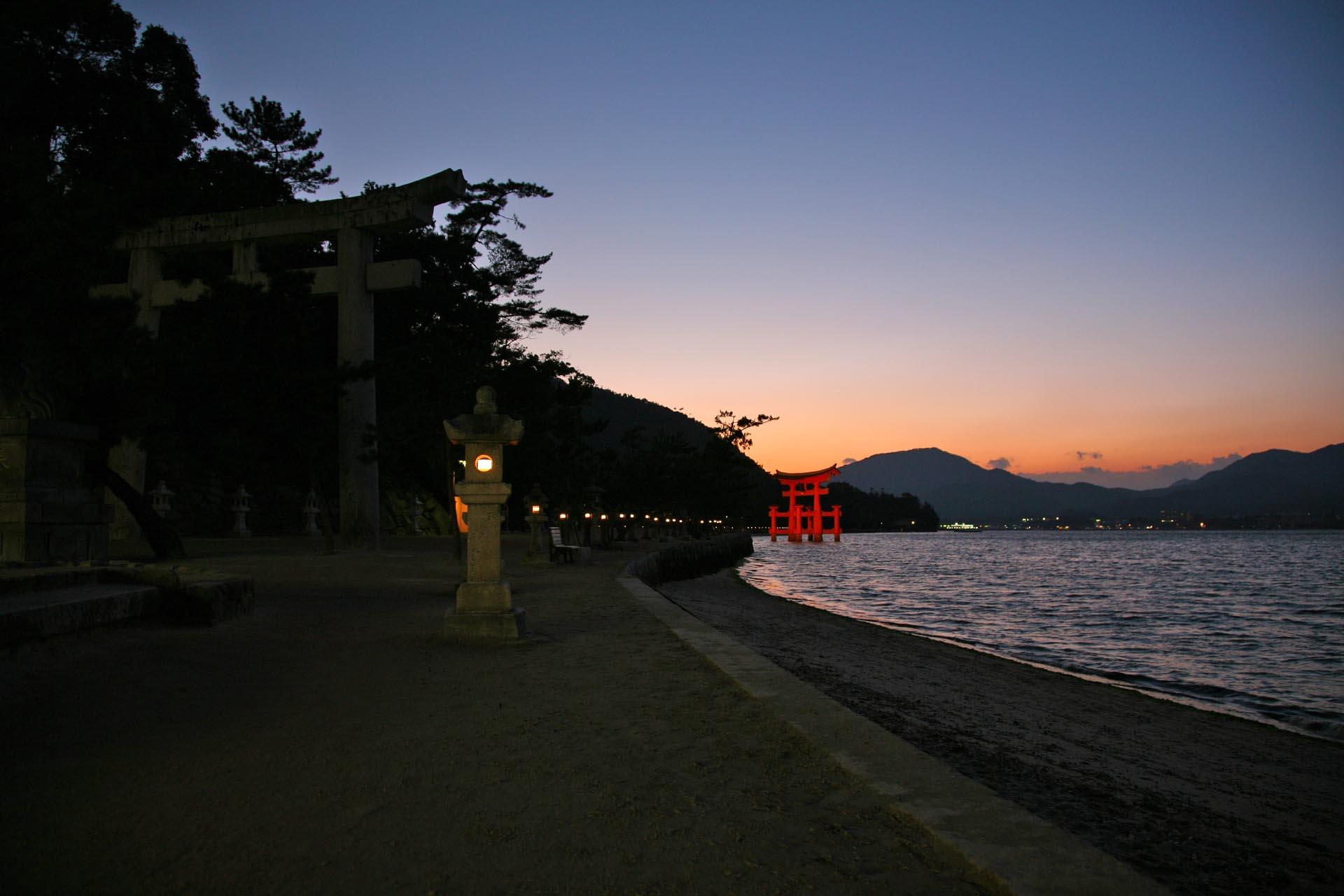 夕暮れの宮島の風景 広島の風景
