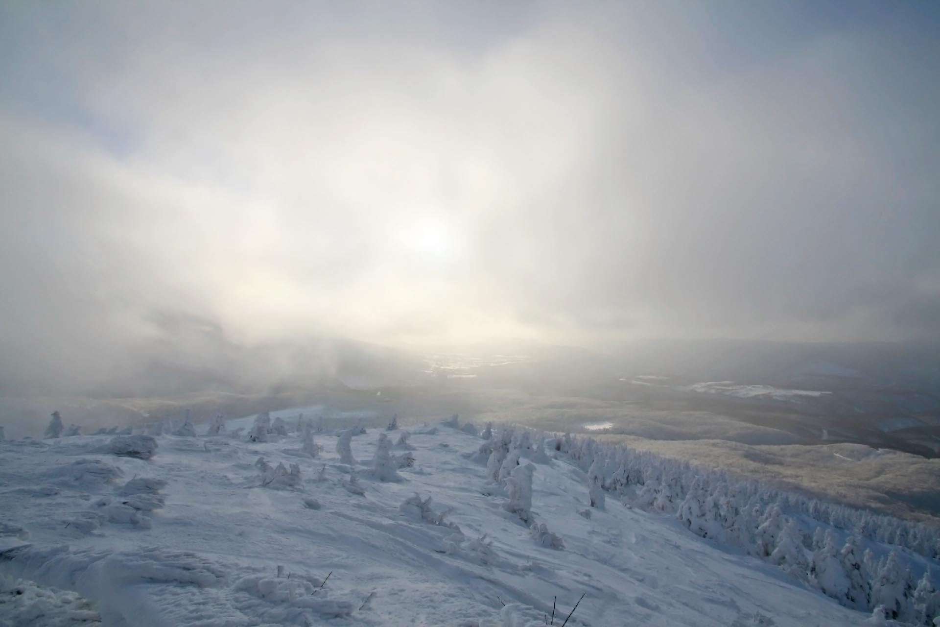 冬の八甲田山 青森の風景