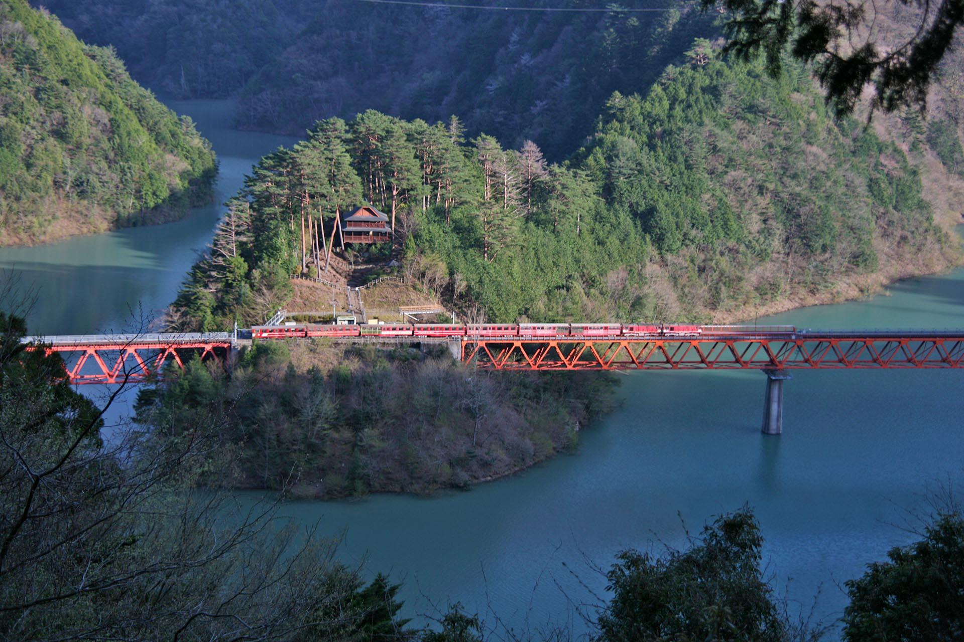 大井川鐵道「奥大井湖上駅」 静岡の風景