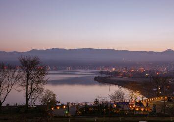 早朝の諏訪湖 長野の風景