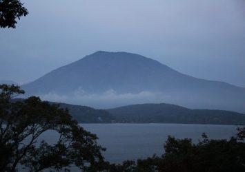 早朝の野尻湖と黒姫山 長野の風景