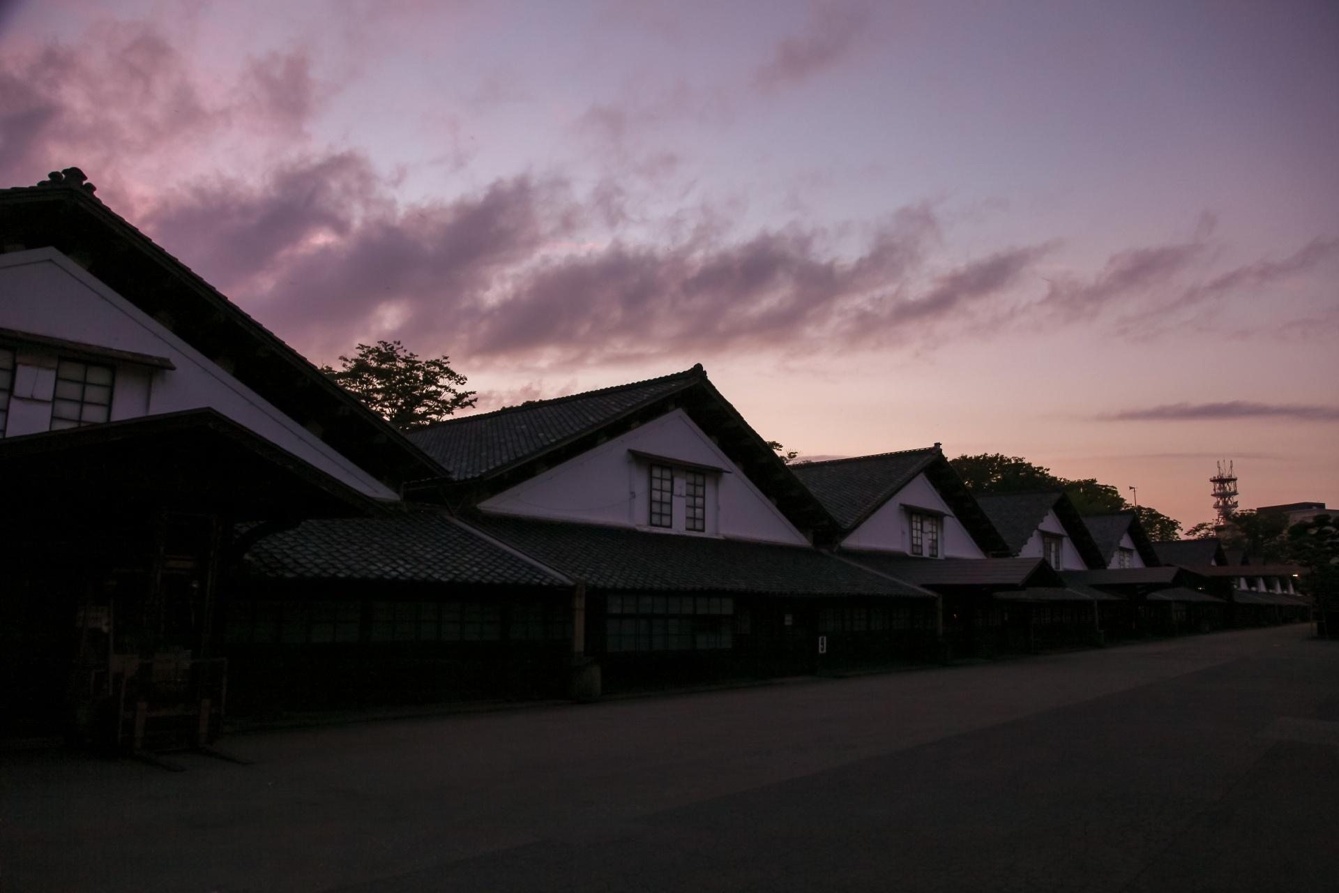 夕暮れの山居倉庫 酒田の風景 山形の風景