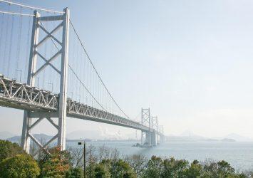 与島から見る瀬戸大橋と瀬戸内海の風景 香川の風景