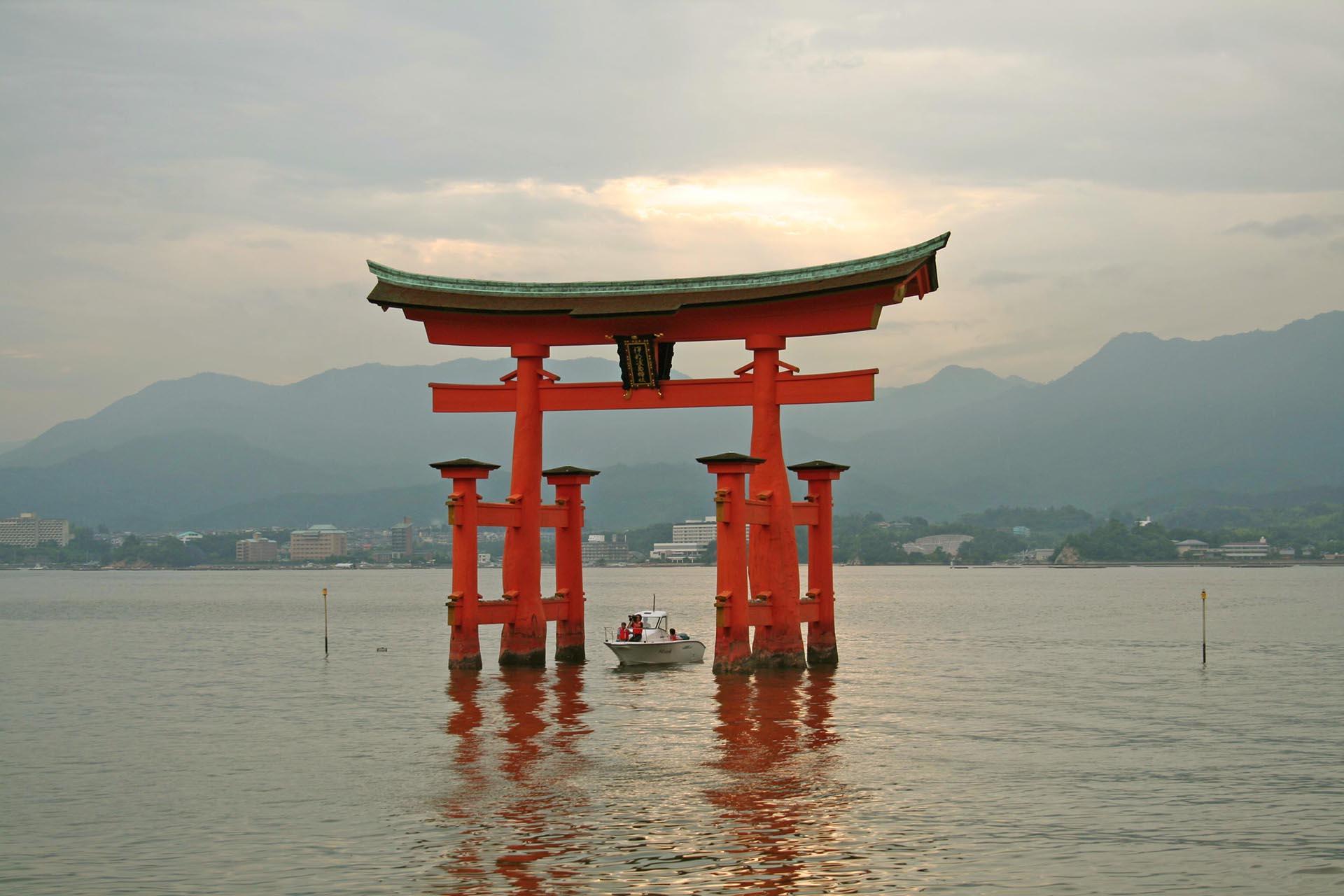 厳島神社の鳥居(宮島大鳥居) 広島の風景