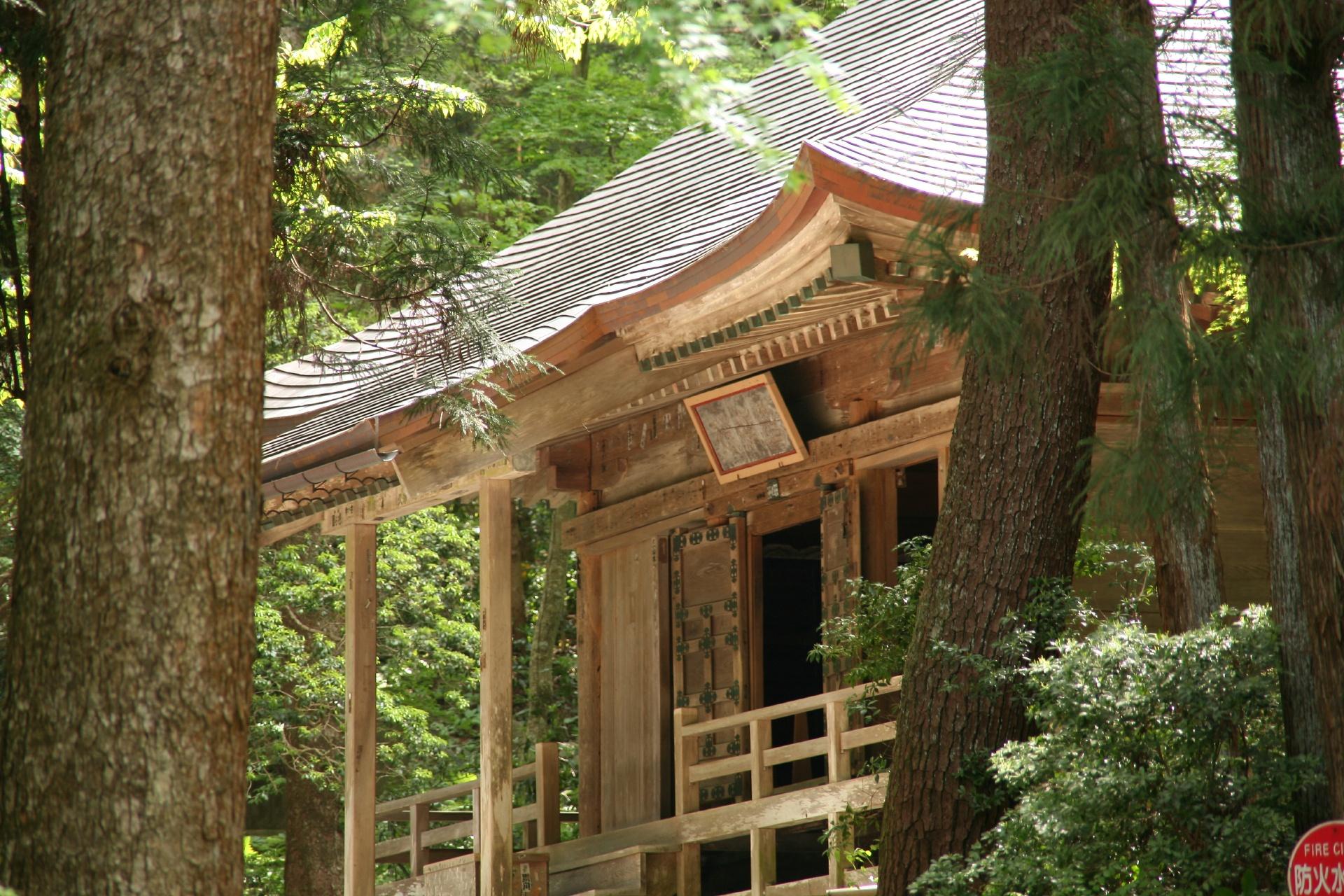 奥州平泉 中尊寺経蔵 岩手の風景