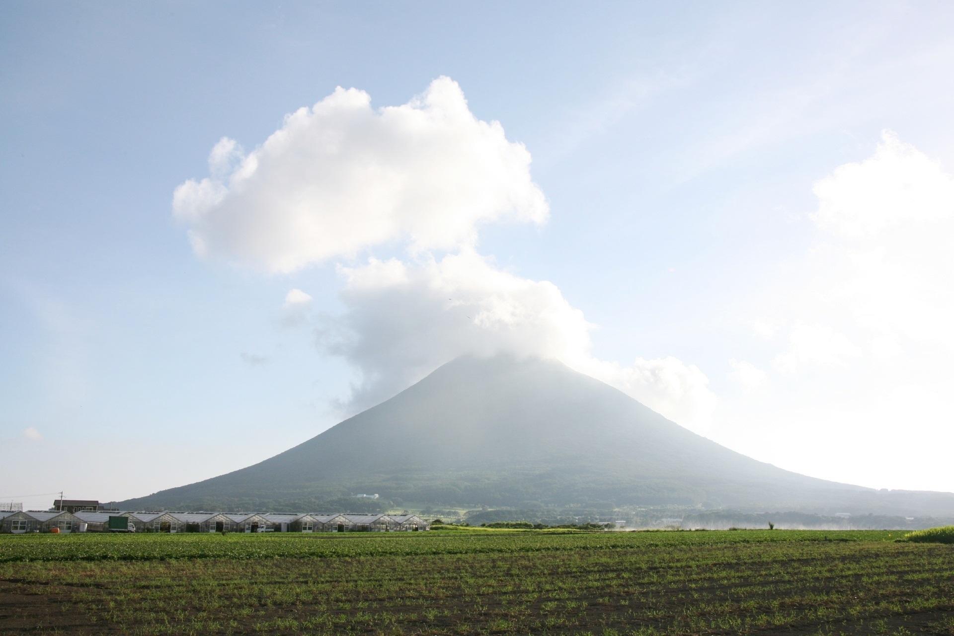 真夏の開聞岳 鹿児島の風景