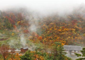 秋の朝の玉川温泉 秋田の風景
