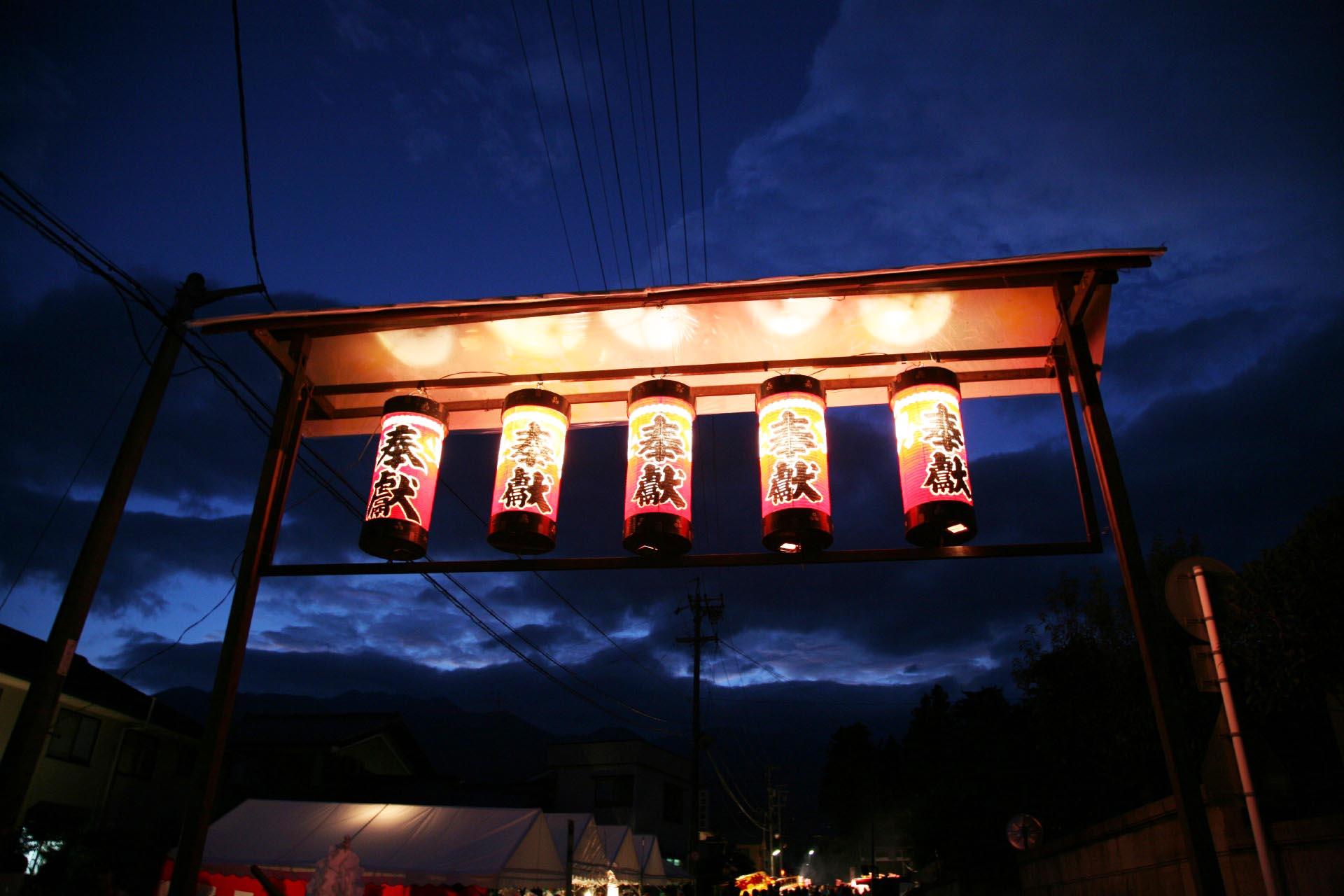祭りの日の夕暮れの風景 長野の風景