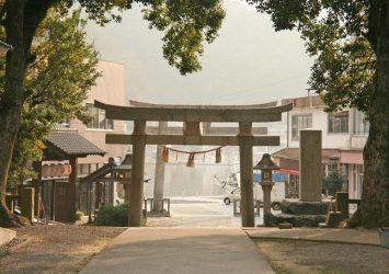 朝の美保神社の参道 島根の風景