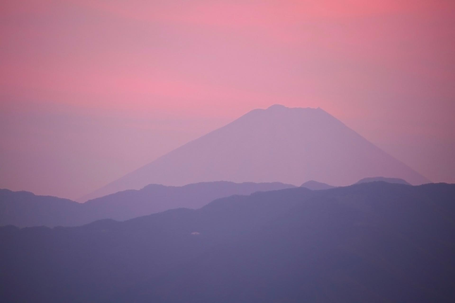 甲府城から見る夕暮れの富士山 山梨の風景