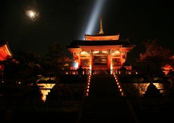 秋の夜の清水寺 京都の風景