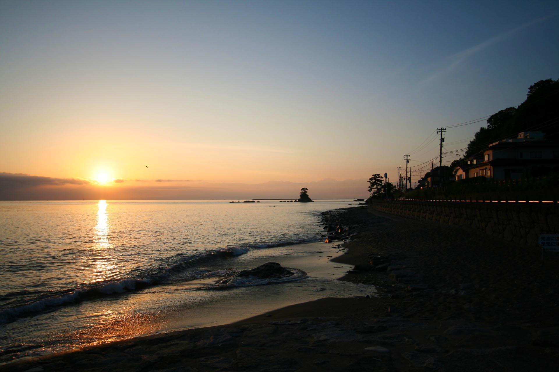 雨晴海岸の日の出の風景 富山の風景
