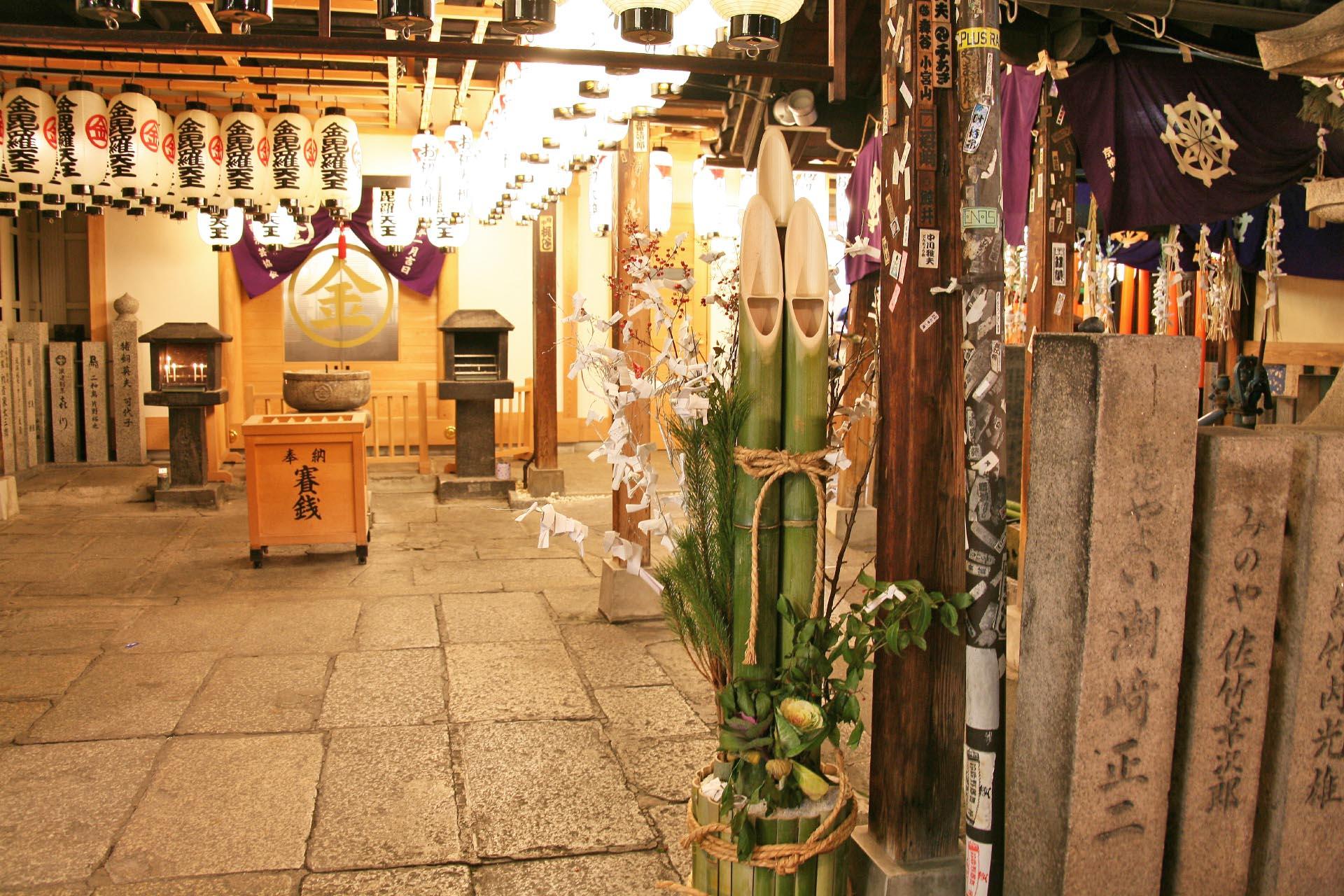 日本の正月風景 正月の夜の法善寺 大阪の風景