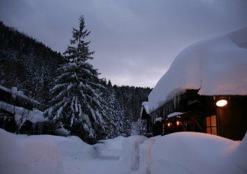 冬の乳頭温泉郷「鶴の湯」の風景 秋田の風景