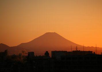 冬の夕暮れの富士山 埼玉の風景