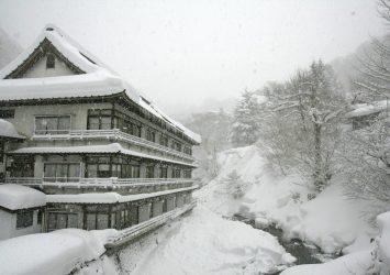 冬の宝川温泉 群馬の風景
