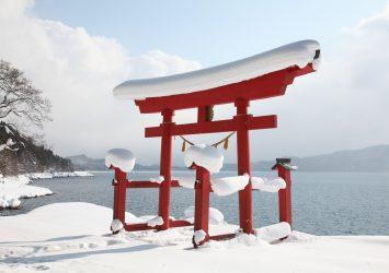 冬の御座石神社 秋田の風景