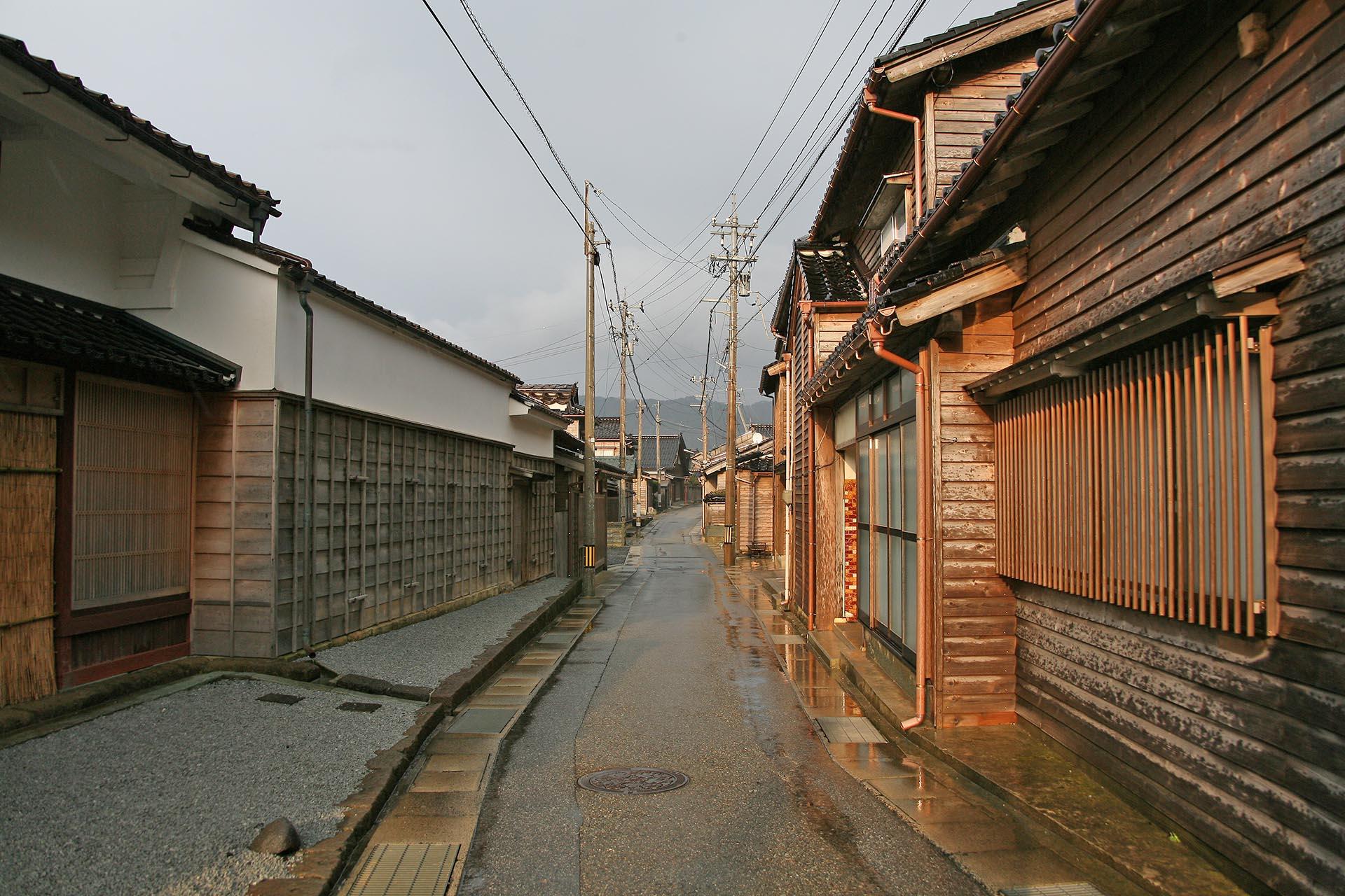 日本の伝統的な町並み 輪島門前町の黒島地区 石川の風景