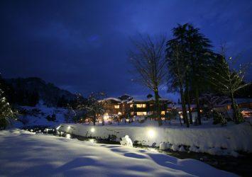 雪の夜の越後長野温泉 新潟の風景