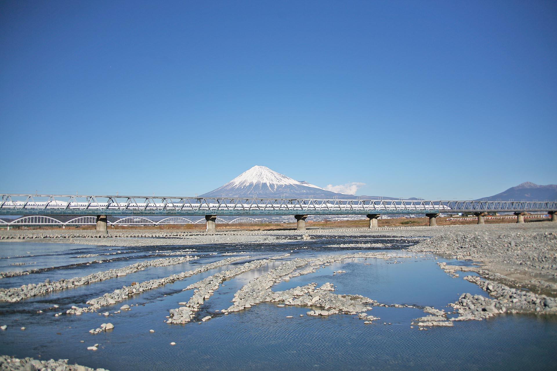 富士山と新幹線と富士川 静岡の風景