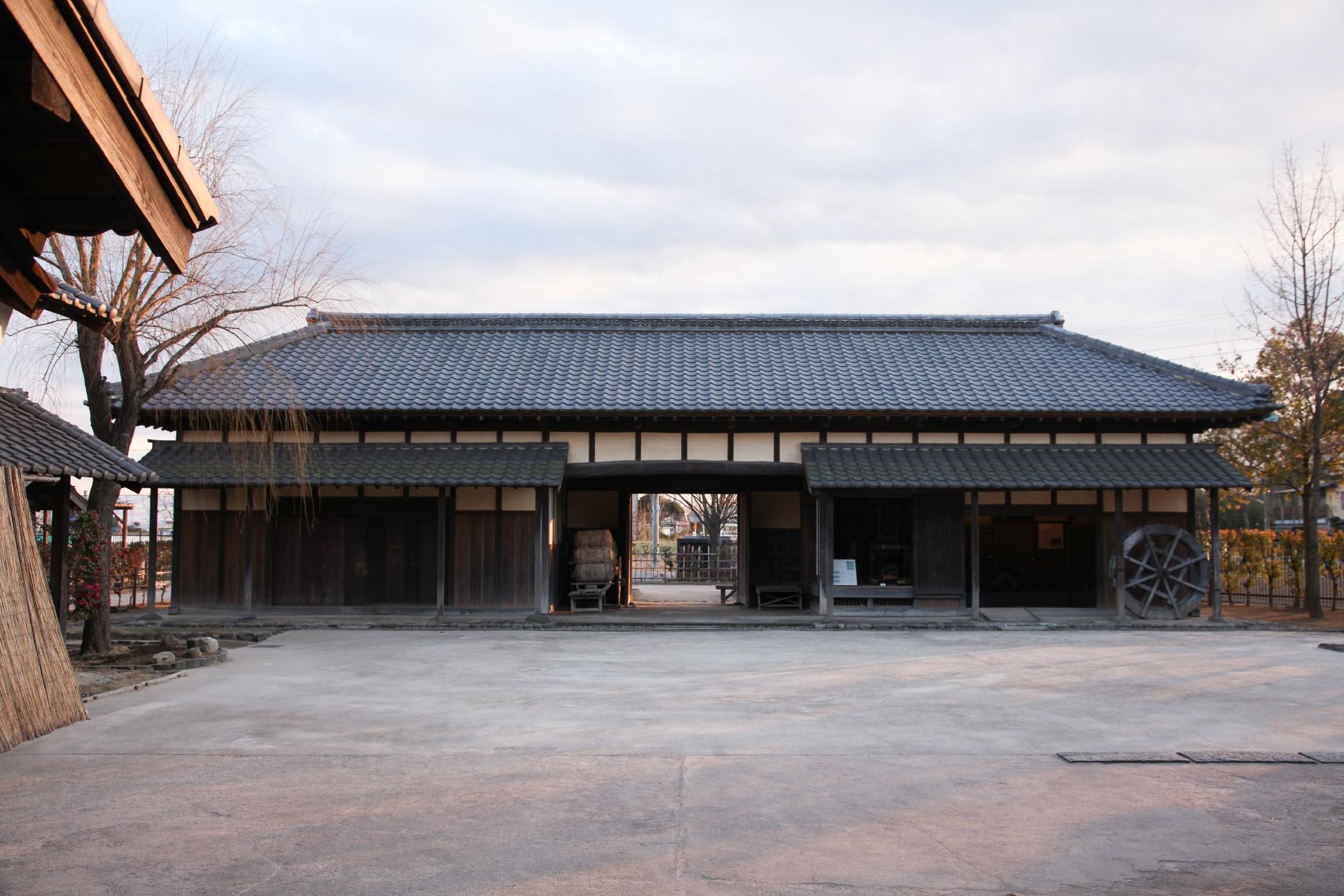 富士見市の古民家の長屋門 埼玉の風景