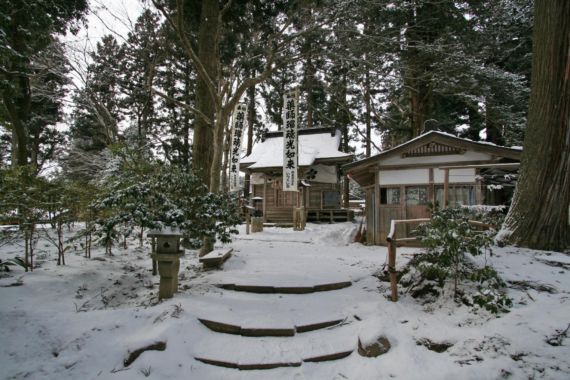 冬の奥州平泉 中尊寺薬師堂 岩手の風景