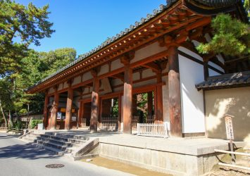 唐招提寺 南大門 奈良の風景