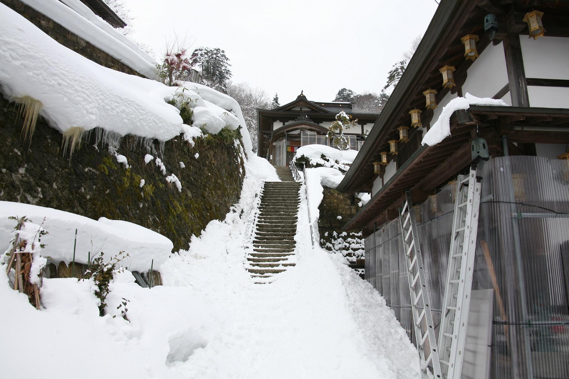 冬の山寺の風景 山形の風景