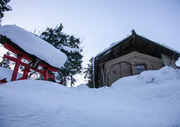 雪の中の大山神社 長野の風景